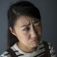 眼の後遺障害を訴える女性