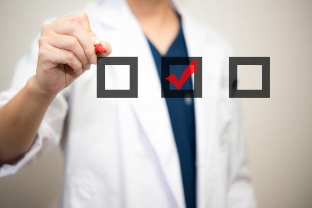 医師のチェックする画像